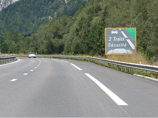 Panneau-distance-de-securite-autoroute