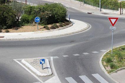 Cedez-passage-giratoire