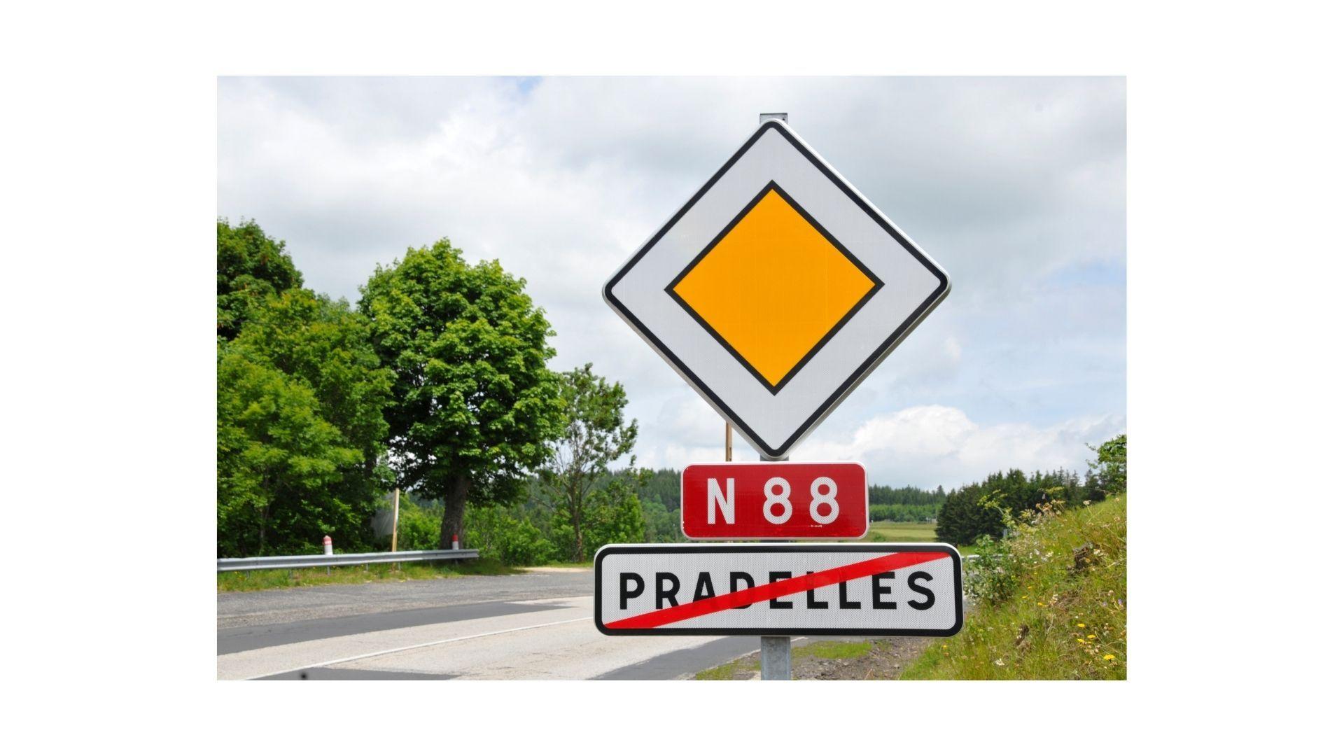 Panneau-routes-prioritaires-1