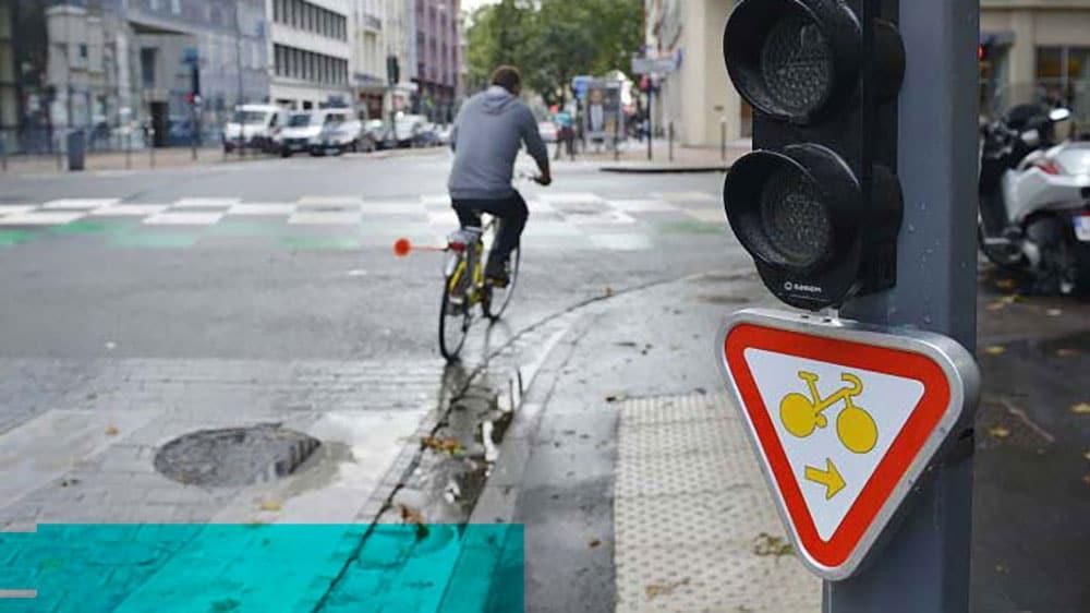 cedez-le-passage-cycliste-au-feu