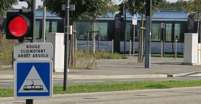 Panneau-passage-tramway-bleu