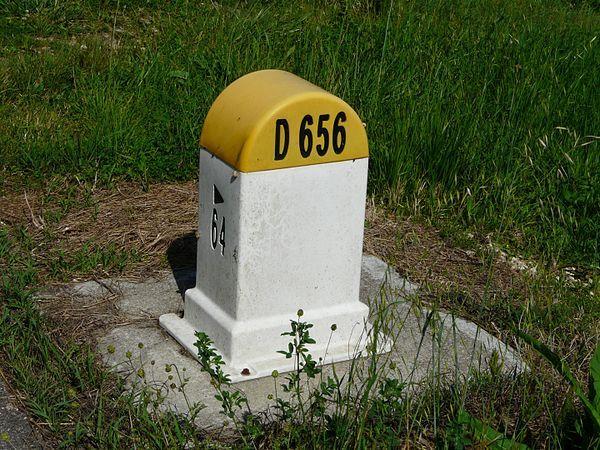 borne-kilometrique-jaune-route-de-partementale
