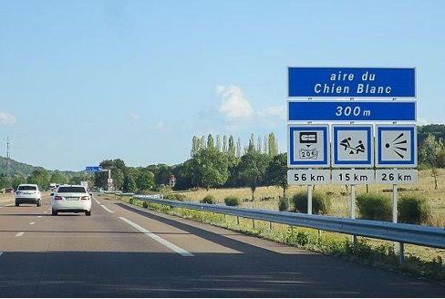 Panneau-aire-de-repos-autoroute